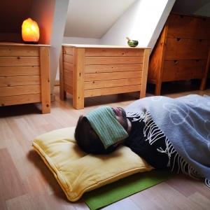 Practicando yoga nidra